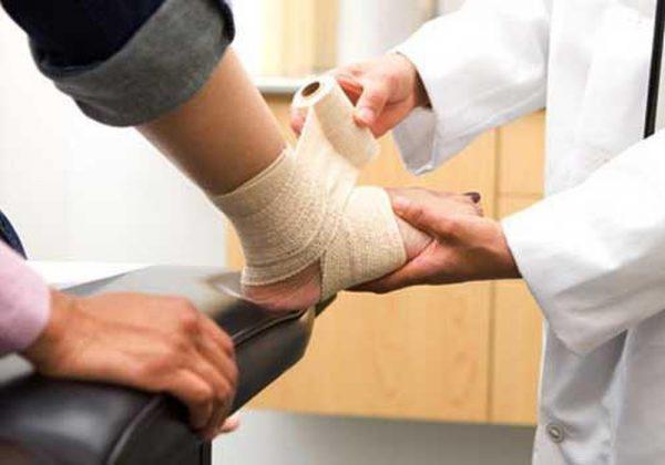 Các chấn thương cổ chân hay gặp trong bóng đá