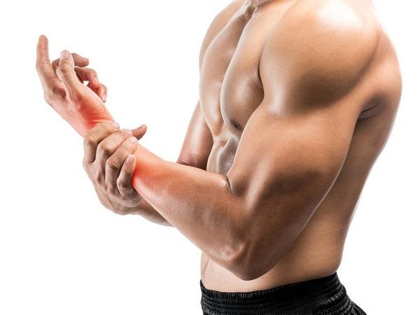 Cách chữa trị chấn thương cổ tay khi tập gym