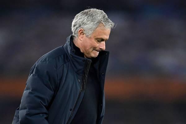 Tin bên lề 20/4: Sự sụp đổ của Mourinho và sai lầm của Tottenham